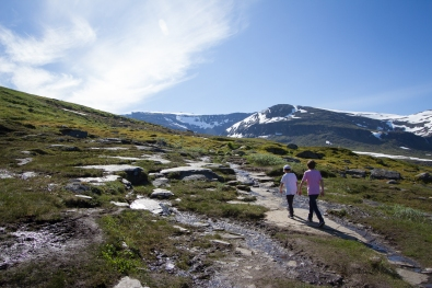 Two kids walking the Kärkevagge trail, Swedish Lapland. Mount Vassitjåkka in the background.