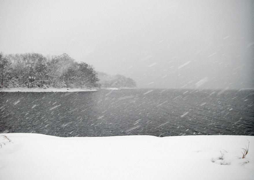 Norrpada i Stockholms skärgård i kraftigt snöfall