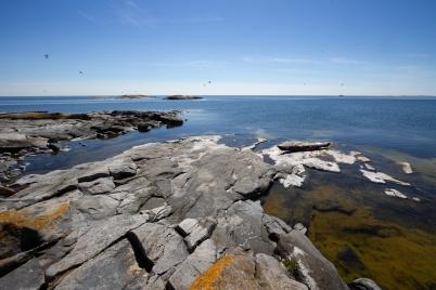 Havskajak på klippa i Skarvs skärgård, Stockholms skärgård