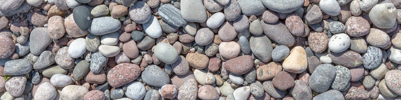 Vackra slipade stenar på standen i Varvsbukten, Gotska Sandön