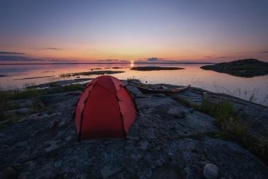 Kajak och tält på Hummelskär