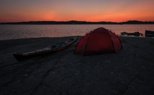 Kajak och tält i Gryts skärgård