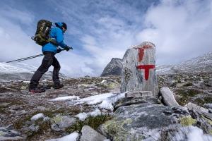 En person vandrar i Rondane nationalpark, Norge