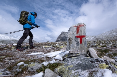 En person vandrar i Rondane nationalpark, Norge