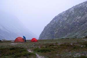 Två röda tält i Rondane nationalpark