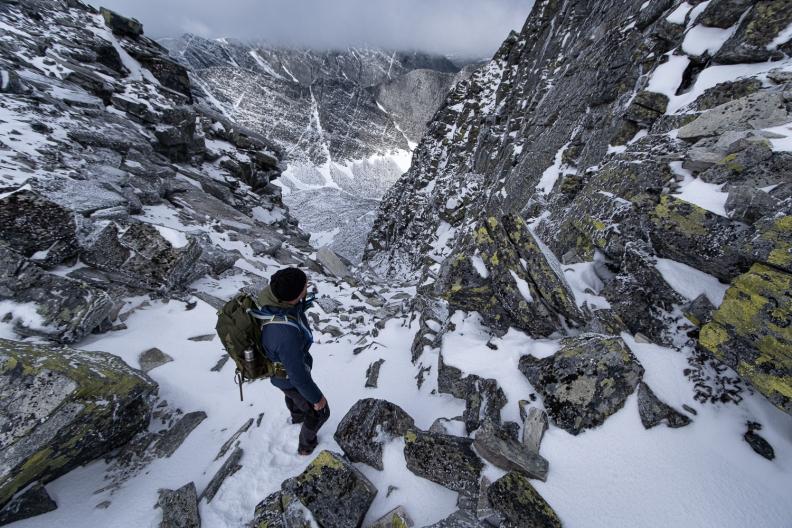 En person vandrar på Veslesmeden i Rondane nationalpark, Norge