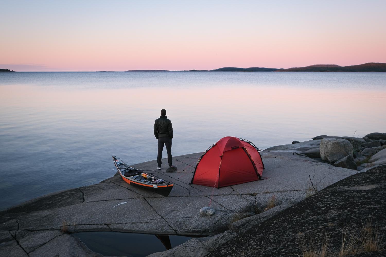 Tält och kajak på Tärnättholmarna, Höga kusten