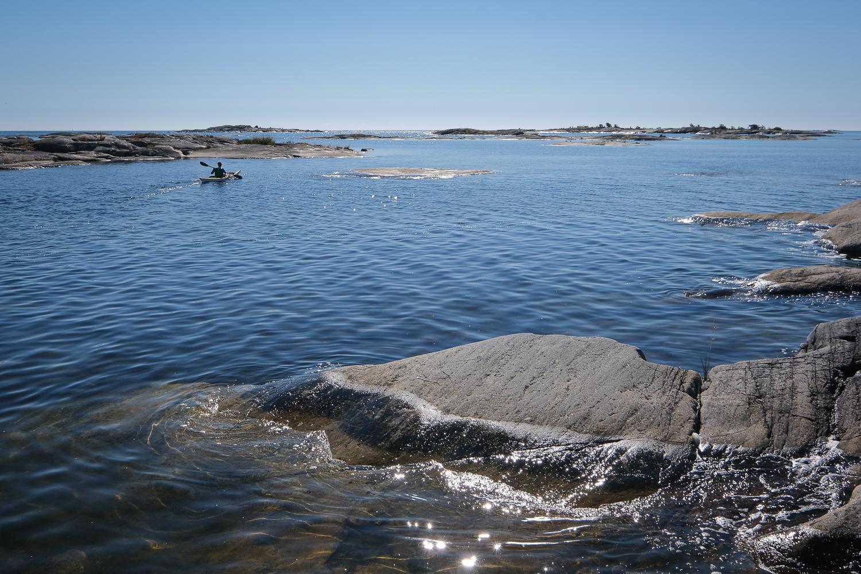 Kajakpaddlare vid Norrbådan, Roslagens skärgård