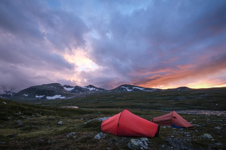 Tält i solnedgång vid Sylarnamassivet, Jämtlandsfjällen